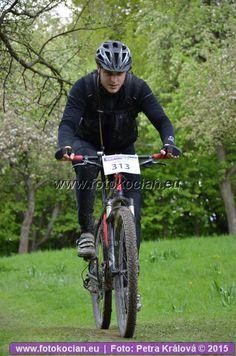 Šela 2015 - závěrečné stoupání k hradu | Cyklistický portál a zimní sporty | fotokocian.eu