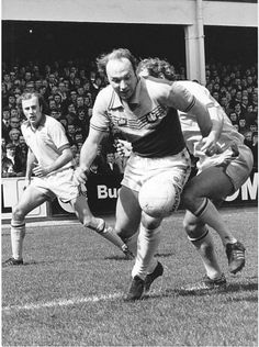 Bryan ' Pop ' Robson of West Ham in action against Birmingham City in Retro Football, School Football, Football Team, Carlisle United, Bryan Robson, West Ham United Fc, East London, Irons, Manchester United