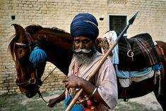 Amritsar, India by Steve McCurry. Robert Doisneau, Grand Trunk Road, Steve Mccurry Photos, Vivre A New York, World Press Photo, Intimate Photos, Indian Man, Portraits, Amritsar