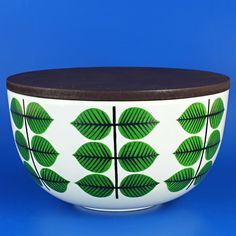Stig Lindberg (Bersa 1961) Iconic rounded bowl with lid medium (2)