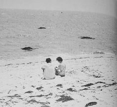 Jack and Jacqueline courting on the beach in Hyannis Port MA, June Les Kennedy, Robert Kennedy, Jacqueline Kennedy Onassis, Jack Johns, Kennedy Compound, Hyannis Port, John Fitzgerald, 6 Photos, Grace Kelly