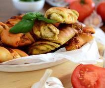 Paluchy pizzowe z pesto lub z salami i mozarellą