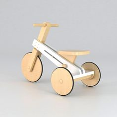 Tricycle for kids made in lacquered wood and varnished wood with matte finishing Dreirad für Kinder