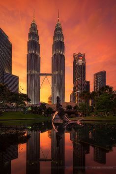 The Petronas twin towers in Kuala Lumpur Malaysia Kuala Lumpur, Putrajaya, Wonderful Places, Beautiful Places, Petronas Towers, Malaysia Travel, World Cities, Beautiful Buildings, Amazing Architecture
