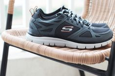Sometimes a comfy pair of Flex Advantage is all you need to get the week started. http://spr.ly/6001Boac3