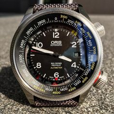 ORIS Big Crown Propilot Altimeter. 47 mm steel case. Automatic Swiss made calibre combined with a Swiss made mechanical barometric altimeter. The latter is manufactured by THOMMEN. An ingenious timepiece for an incredible low price. That's HIGH-MECH not high-tech!