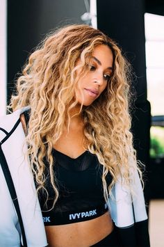 Beyonce is boss all hail to the queen Estilo Beyonce, Portrait Photos, Corte Y Color, Beyonce Knowles, Queen B, Nicki Minaj, Hair Goals, My Hair, Blonde Hair
