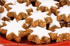 Zimtsterne (cinnamon stars) are the most traditional German Christmas cookies. It is hard to imagine Weihnachten without this delicious treat. German Christmas Cookies, German Cookies, Christmas Baking, Baking Recipes, Cookie Recipes, Dessert Sans Gluten, Butter Cookies Recipe, Star Food, Biscuit Recipe