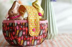 Show picture in original size - Diy Fabric Basket Fabric Origami, Easter Colouring, Couture, Purses And Bags, Diaper Bag, Diy And Crafts, Sewing Patterns, Basket, Quilts