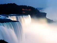 Niagra Falls looks beautiful in all the pictures. I have got to go see it!