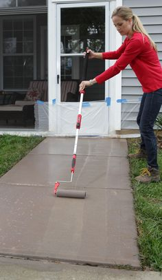 This guide teaches you how to transform your concrete sidewalks and make them look like stone.