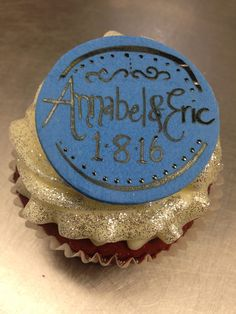 XL cupcake with custom plaque and gold glitter Custom Cupcakes, Gold Glitter, Personalised Cupcakes