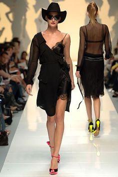 Moschino Spring 2006 Ready-to-Wear Fashion Show - Eugenia Volodina