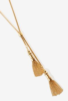 Our long snake chain lariat necklace is detailed with double chain tassels and an adjustable slider for versatile styling. Or Mat, Boston Proper, Lariat Necklace, Chic Outfits, Gold Chains, Statement Earrings, Belts, Jewlery, Tassels
