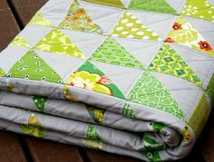 gorgeous green HST quilt by redpepperquilts