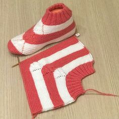 Two Skewers - patikler Crochet Socks, Knitting Socks, Baby Knitting, Crochet Baby, Knit Crochet, Knitted Booties, Knitted Slippers, Wool Socks, Baby Booties
