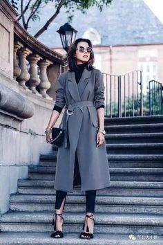closet ideas fashion outfit style apparel Grey Trench Coat via Fashion Mode, Look Fashion, Trendy Fashion, Winter Fashion, Fashion Outfits, Fashion Trends, Fashion Bloggers, High Fashion, Jackets Fashion