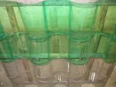 Passo a passo: Aprenda como fazer um telhado de garrafa pet. Acesse o Pensamento Verde e fique por dentro de tudo sobre meio ambiente e sustentabilidade.