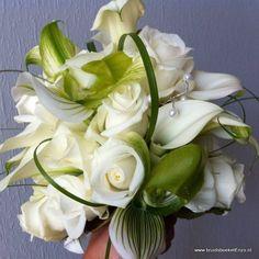 Bruidsboeket Biedermeier wit groen Venusschoentje calla roos