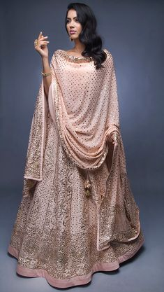 Looking for a Chikankari Lehenga for your wedding? Don't know what it costs or which designer to go to. Check out the best chikankari lehengas with PRICE. Pakistani Dress Design, Pakistani Dresses, Indian Dresses, Indian Clothes, Indie Mode, Party Kleidung, Lehenga, Anarkali Frock, Anarkali Suits