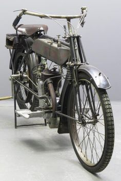 New Hudson1913Model IV B 2 ¾ HP350 ccsv singleframe # 6097 engine # 624 New Hudson were already well known for their quality bicycles when they marketed their first motorcycle in 1903. No further motorcycles were marketed till the end of 1910, when the company presented a three model motorcycle range at Olympia: a 2 ... Read more