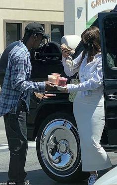 Kylie Jenner Beach, Kylie Jenner Daily, Kylie Jenner Pictures, Kylie Jenner Outfits, Kylie Jenner Style, Daddys Girl, Baby Daddy, Travis Scott Kylie Jenner, Family Getaways