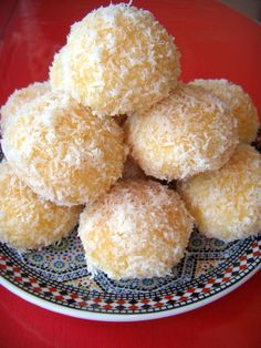 boules de coco abricot Arabic Sweets, Arabic Food, Cookie Recipes, Dessert Recipes, Dessert Food, Moroccan Dishes, Algerian Recipes, Biscuit Cookies, Beignets