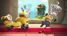 Τα Minions σαρώνουν τα παγκόσμια ταμεία! | FilmBoy Minions, Disney Characters, Fictional Characters, Christmas Ornaments, Holiday Decor, Art, Image, Art Background, The Minions