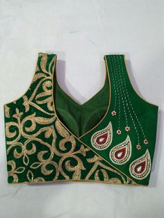❤💜💝Follow me on Instagram❣ @imkomal06 💙💚💛💟 Patch Work Blouse Designs, Hand Work Blouse Design, Maggam Work Designs, Simple Blouse Designs, Stylish Blouse Design, Fancy Blouse Designs, Chudidhar Neck Designs, Blouse Back Neck Designs, Blouse Neck Designs