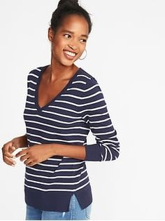 Old Navy Women's Lightweight V-Neck Sweater Blue/White Stripe Big And Tall Size S Cardigan Sweaters For Women, Cool Sweaters, Cable Knit Sweaters, Sweater Outfits, Cardigans For Women, Cheap Summer Outfits, Old Navy Outfits, Mom Wardrobe, Black Wedding Dresses