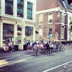 magical Amsterdam <3 You should explore the city with a #Veloretti bike / Stout #haarlemmerstraat #amsterdam