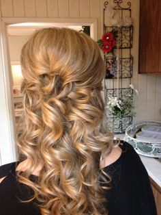 This might actually be feasible to do with minor assistance from my sister :p or maybe I can braid the bottom part of my hair the night before and try hair spraying it? Different Hairstyles, Formal Hairstyles, Cute Hairstyles, Wedding Hairstyles, Wedding Hair And Makeup, Wedding Hair Accessories, Bridal Hair, Hair Makeup, Bridesmaid Hair Half Up