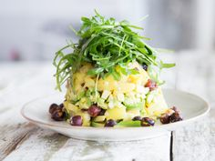 Potato and avocado salad with rocket bonnet and hazelnuts - - Source by raclett_rzpt Vegan Foods, Vegan Recipes, Toasted Potatoes, Avocado Salat, Party Finger Foods, Side Recipes, Good Food, Food Porn, Food And Drink