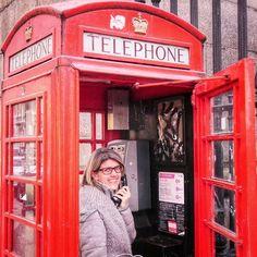 """London I  you La prima volta a Londra ce l'ho ancora ben stampata in mente: i taxi neri lucidi i bus a due piani i caffè take away le luci e poi loro le immancabili le cabine rosse. Ma sopra a ogni cosa ricordo quella sensazione di stare """"nel centro di tutto"""" e di trovarsi talmente bene da sentirsi a casa. Poi  ci sono stati i """"welcome back in London"""" quel saper già ciò che troverai e non vedi l'ora di rivederlo. E quel desiderio di tornare ancora. Però mai davvero mai avrei pensato di…"""