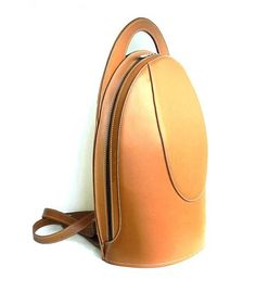 You wont have to give up on style when going to work or traveling as this leather backpack will make you feel always elegant (expect many compliments too!). Call it camel or tan or peanut butter, a classic color that goes with everything. Contrasting white stitching. Available