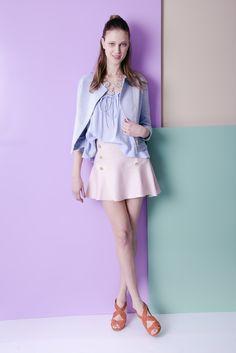 Blusa plissada + saia godê botão duplo frontal + jaqueta alfaiataria