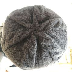 762676979c42 Bonnets · un modèle assez sobre, facile et rapide à tricoter, qui convient  à tous ceux