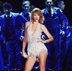 """Taylor Swift singing """"Style"""" at the 1989 Tour in East Rutherford 7/10/15"""
