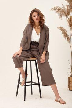 Kimono Blouse, Kimono Jacket, Clothing Photography, Girl Photography Poses, Stylish Photo Pose, Linen Jackets, Fashion Poses, Blazers For Women, Stylish Outfits