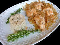 Nodi di pollo allo spumante con cipolla e riso pilaf