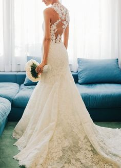 2015 Atelier Pronovias wedding dress. Superb chantilly lace and guipure mermaid dress, bodice with sweetheart neckline and lace appliqués on a sheer overlay. Sheer back decorated with lace appliqués t