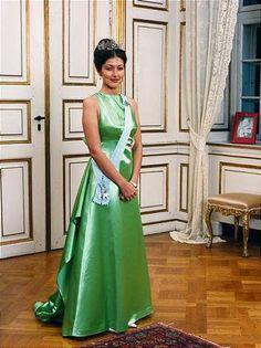 Olivia Davies The Green Silk Dress With Long Bow Train