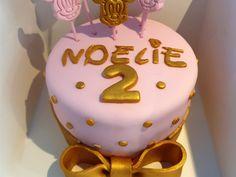 De l'or, du rose et Minnie est prête à faire la fête Birthday Cake, Rose, Desserts, Food Coloring, Birthday Cakes, Pink, Roses, Deserts, Dessert