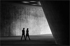 Perfeita simetria em fotos preto e branco por Kai Ziehl
