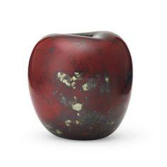 Starkeldsfajans, glasyr i rött samt brun och grönmelerad. Signerat HHg. Höjd 12 cm.