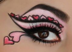 Heart eyes, I really love this. #Hearts #eyeart #eyemakeup
