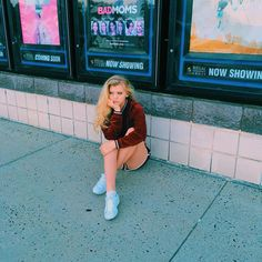 A little peak of that ass Loren Gray Snapchat, Jimin, Most Beautiful Hollywood Actress, Grey Outfit, Stylish Girl Images, Tumblr Girls, Girls Image, Aesthetic Girl, Hollywood Actresses