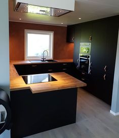#kjøkken #kjøkkendesign #kjøkkeninnredning #peis #trøndelag #trondheim Kitchen Island, Bathtub, Bathroom, Home Decor, Island Kitchen, Standing Bath, Washroom, Bathtubs, Decoration Home