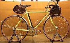 黄色のゼファーは今ひとつかなぁ。その昔、魔物についてというエッセー(ニューサイクリング)で自転車はトータルで2,3色がいいという記述がありました。タイヤの茶色と黒と金属の銀(白)、、、この3色。必然的にフレームの色はこの3色が一番落ち着くことになります。。。