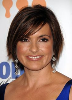 Short Hairstyles for Women Over 40 with Round Faces